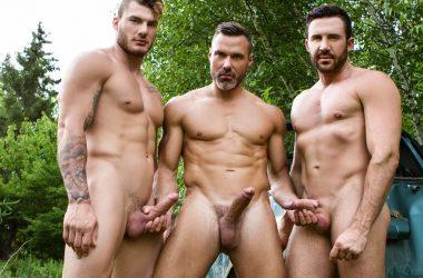 MEN Outdoor Threesome