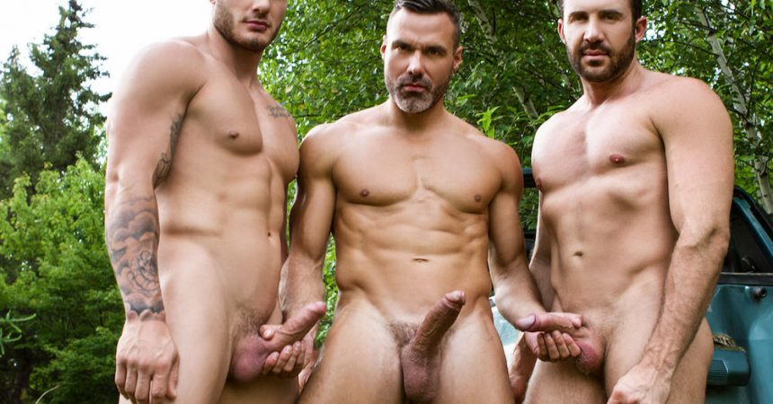 MEN Outdoor Threesome