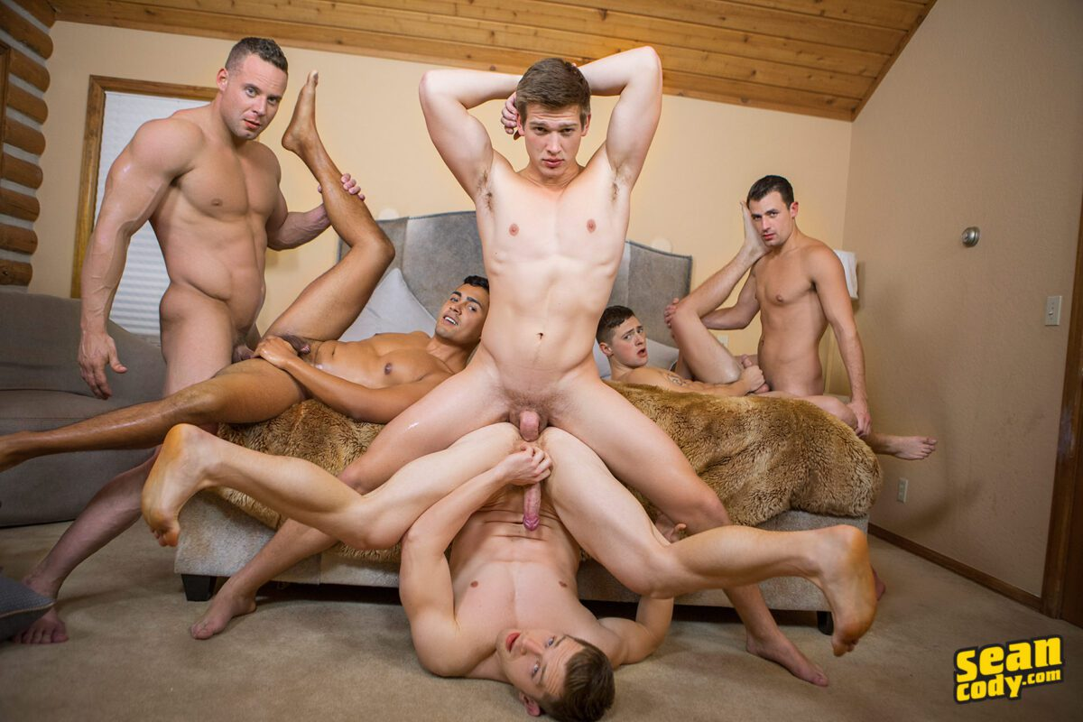 2 guys fucking their sexy roommate and eachother 3