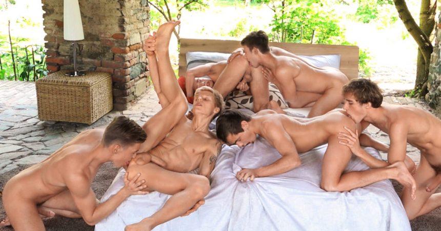 Freshmen Bareback Orgy